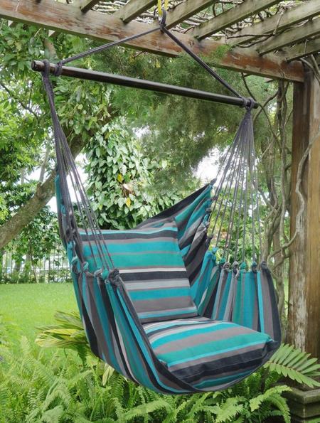 Chaise hamac sous un auvent, un simple point d'ancrage suffit