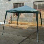 La tonnelle la plus simple et la moins chère. un toit, 4 piquets