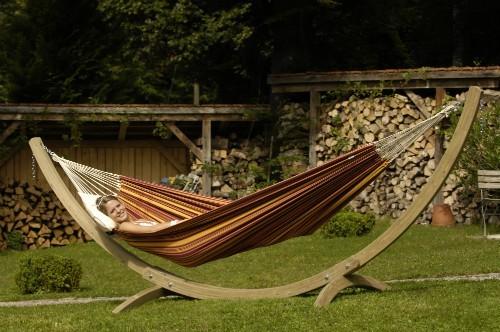 Le classique hamac sur pied avec armature bois