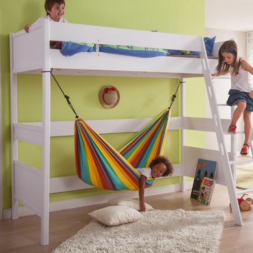 Le hamac enfant peut aussi trouver sa place dans la chambre