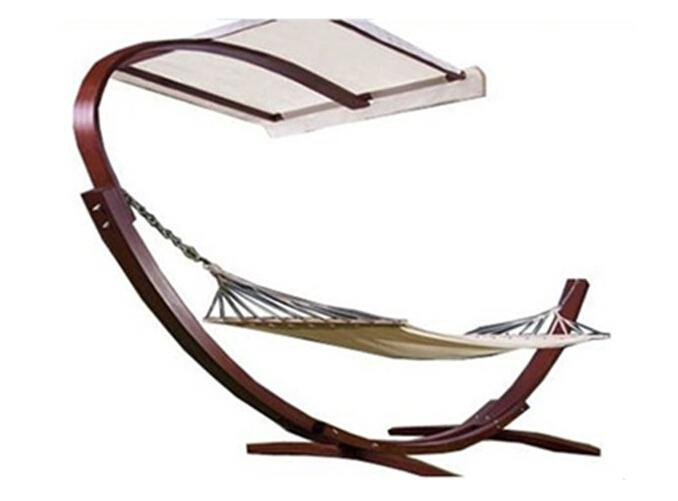 Modèle de créateur ce hamac sur pied dispose d'un parasol intégré