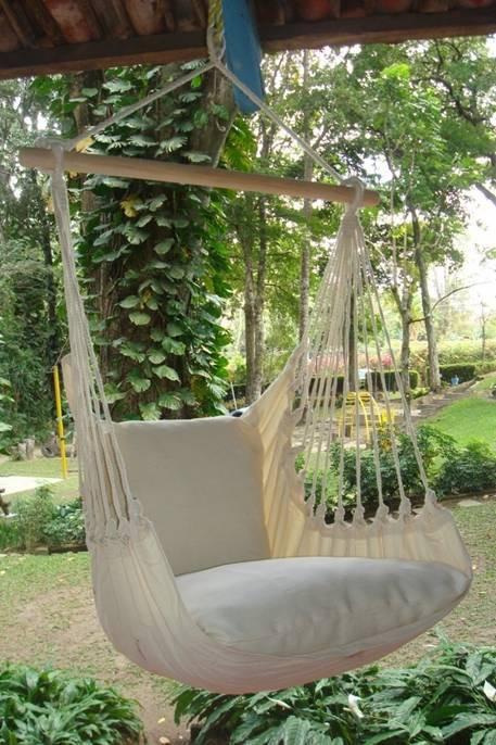 Appelé fauteuil suspendu aussi le hamac chaise est parfait pour se reposer dans le jardin