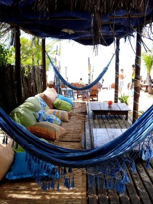 Un Coin Relaxation Avec Hamacs Dans Le Salon De Jardin