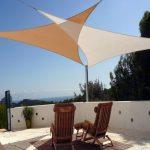 2 toiles triangulaires pour terrasse caramel et blanche
