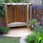 Banc de jardin d angle en bois avec claustra