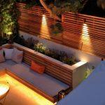 Banc de jardin design en bois avec retro eclairage