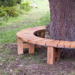 Banc de jardin en bois faisant le tour d un grand arbre
