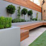 Banc de jardin en bois moderne pour 10 personnes avec matiere beton brut pour s adosser
