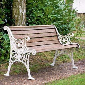 banc de jardin fer forge blanc pieds et accoudoirs avec lattes de bois salon de jardins. Black Bedroom Furniture Sets. Home Design Ideas