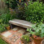 Banc jardin lame de bois avec pieds en carreau couleur ardoise
