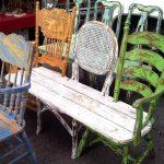 Banc jardin recup avec 3 vieilles chaises et planche de bois