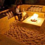 Brasero design pour maison au bord de la mer les pieds dans le sable
