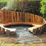 Brasero integre dans petite arene bois avec banc rond