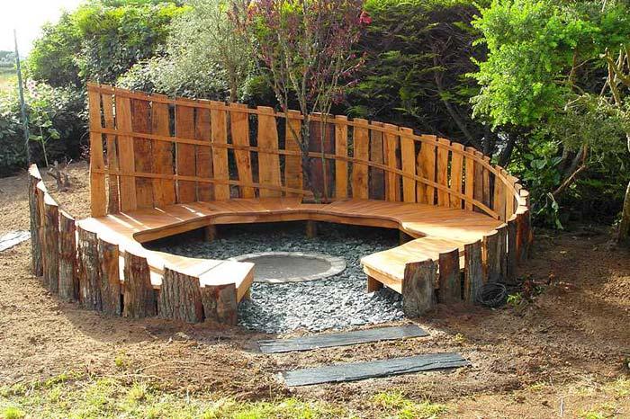 brasero integre dans petite arene bois avec banc rond salon de jardins. Black Bedroom Furniture Sets. Home Design Ideas