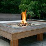 Brasero terrasse dans table en bois