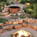 Brasero tres simple dans jardin en pierre