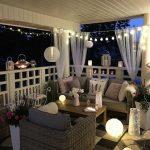 Eclairage exterieur habillage salle de mariage aavec lampions et boules au sol