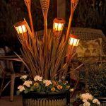 Eclairage exterieur naturel avec torches a petrole