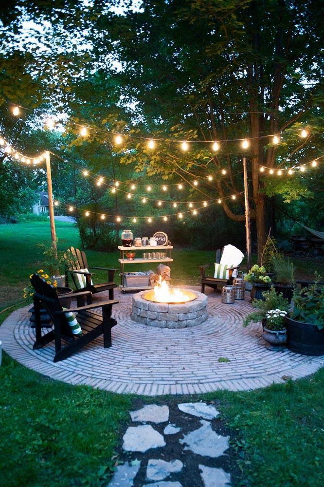 guirlande ampoule pour eclairage exterieur dans petit jardin avec brasero salon de jardins. Black Bedroom Furniture Sets. Home Design Ideas