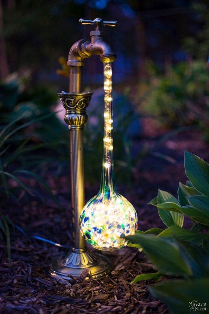 Lampe exterieur originale avec robinet habille de gouttes led