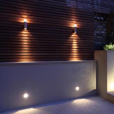Luminaire appliques exterieur design sur mur bois teck et eclairage mural bas