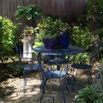 Mobilier exterieur de jardin table bleue ronde et ses 4 chaises en fer forge