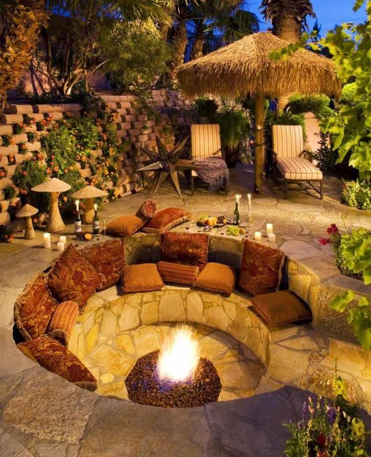 petit brasero integre dans salon en pierre en cercle pour exterieur salon de jardins. Black Bedroom Furniture Sets. Home Design Ideas