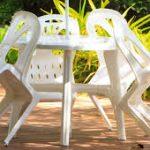 Petite table exterieur de jardin en plastique blanc