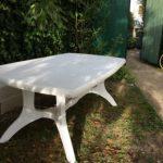 Table blanche standard pour exterieur en plastique