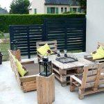 Table de jardin design recup palette pour table et chaises facon fauteuil