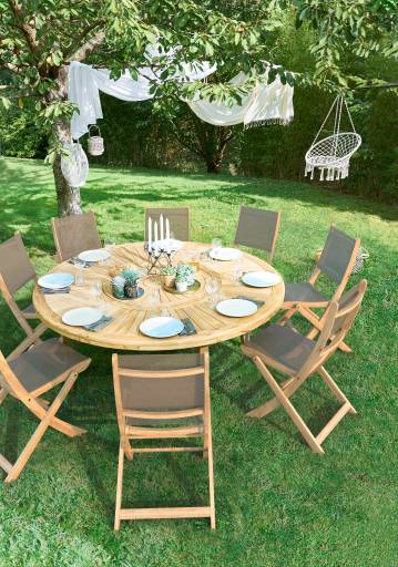 table de jardin ronde moderne en bois pour 8 places. Black Bedroom Furniture Sets. Home Design Ideas