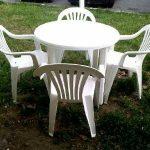 Table exterieurblanche de jardin en plastique 4 places