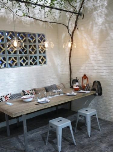 Table exterieure bois et ses tabourets en resine