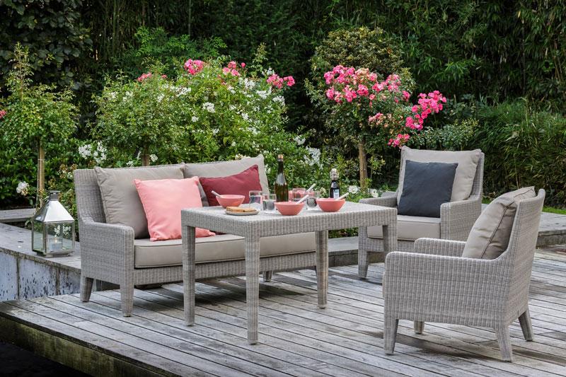 Table exterieure resine gris clair avec son mobilier de Mobilier de jardin en resine tressee