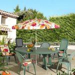 Table pour exterieur en plastique vert bouteille chaises et fauteuil de jardin