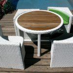 Table ronde exterieure resine 4 fauteuils colori gris clair