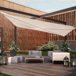 Toile tendue creme pour terrasse salon de jardin
