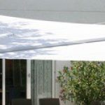 Toile triangulaire pour terrasse couleur blanche pare soleil