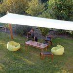 Voile d ombrage pour jardin rectangulaire piquets en bois