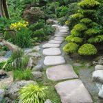 Jardin japonais fait de bambous sable et rochers
