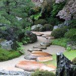 Jardin japonais paysage de riviere et montagne sans eau
